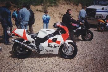 Yamaha FZR - Page 2 8a17e6479613290
