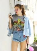 Bella Thorne por las calles de Los Angeles (15/6/16) 0bd9c1490014564