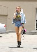 Bella Thorne por las calles de Los Angeles (15/6/16) 6381b3490014076