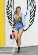 Bella Thorne por las calles de Los Angeles (15/6/16) 7ed2bb490014917