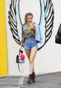 Bella Thorne por las calles de Los Angeles (15/6/16) 870718490014858