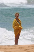 Beyonce - At the beach in Hawaii 6/20/16