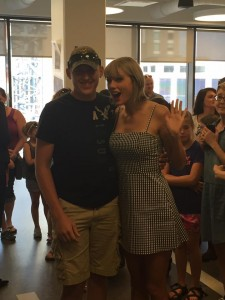 Taylor Swift - visiting the Country Music Hall of Fame in Nashville - 06/23/16