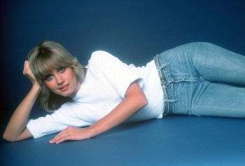 Olivia Newton John: Very Sexy Lying On Her Side: HQ x 1