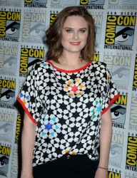 "Emily Deschanel at ""Bones"" press line at Comic-Con International in San Diego - 7-22-2016 x8"