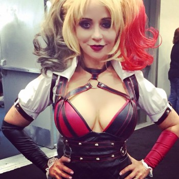 Tara Strong dressed as Harley Quinn MQ