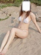 Chinese gitl strips nude on the beach to show off her super hot body