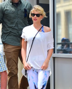 Taylor Swift - cameltoe at a gym in NYC - 08/09/16