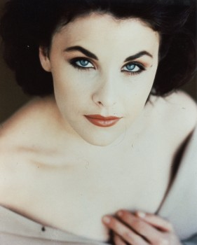 Sherilyn Fenn: Portrait: HQ x 1