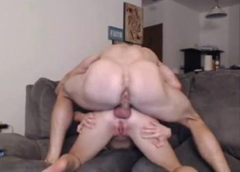 Novia jovencita follada con el culo en pompa encima
