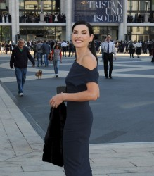 Julianna Margulies -              Metropolitan Opera New York City September 26th 2016.