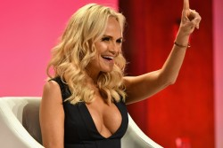 Kristin Chenoweth speaks at The Girls' Lounge dinner 9/27/16