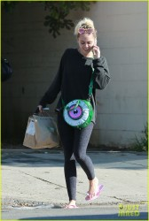 Miley Cyrus - Leaving a nail salon in Studio City 9/29/16