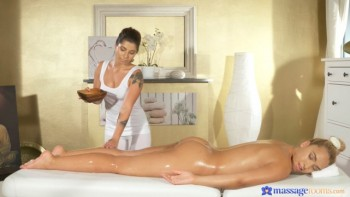 Amy Red & Briana Bounce ( First time massage for hot lesbian / 17.10.2016) 1080p