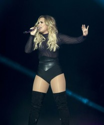 Demi Lovato - Performing in Mexico City 10/17/16