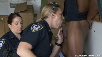 Maggie Green (Black suspect taken on a rough ride, gets horny Milf cops wet and fucking on stolen goods) (2016) 1080p