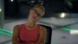 "Emily Bett Rickards, Willa Holland - ""Arrow"" S05E02, E03 screencaps"
