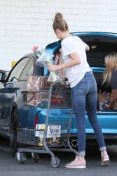 Gigi Hadid - Shopping at Bristol Farms in Beverly Hills 10/22/16