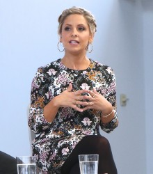 Sarah Michelle Gellar - Martha Stewart Made in America Summit in NYC 10/22/16