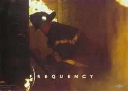 Радиоволна / Frequency (Деннис Куэйд, Джеймс Кэвизел, 2000)  07ee1d513335476