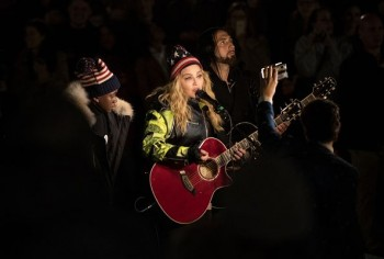 Madonna performs 5 acoustic songs at Washington Square Park, New York 7 November 2016 - Pictures