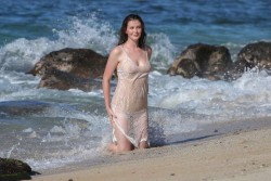 Ireland Baldwin Doing a Photoshoot at a Beach in Hawaii - 11/17/16