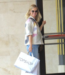 January Jones - Shopping in LA 11/19/16