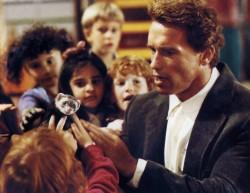 Детсадовский полицейский / Kindergarten Cop (Арнольд Шварценеггер, 1990).  62498a517536596